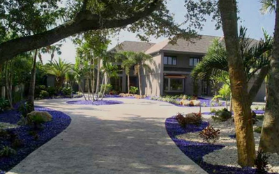Landscape Glass Mulch in sapphire around this Southern home