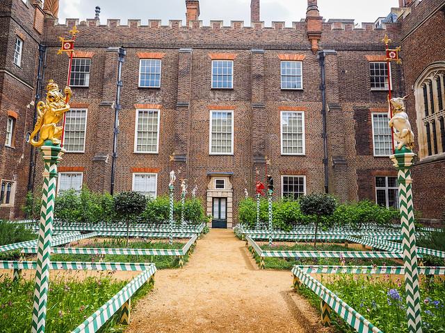 Hampton Court royal tudor garden