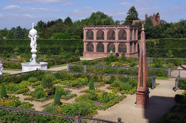 English Tudor garden replication from the Elizabethan era